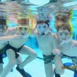 Kinderen onderwater tijdens de snorkelles